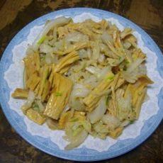 腐竹炒白菜的做法