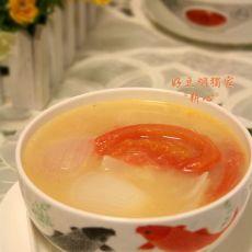 洋葱番茄鲫鱼汤的做法