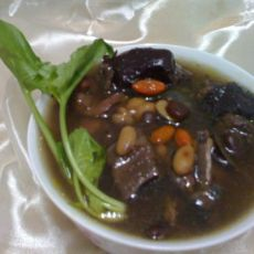 黑豆乌鸡汤的做法