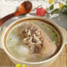蹄髈萝卜汤的做法