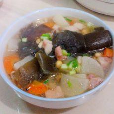 豆香海带猪肉萝卜汤的做法