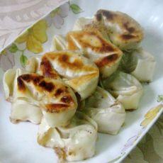 黑木耳白菜煎馄饨的做法