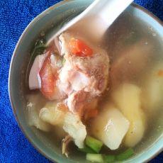 西红柿土豆排骨汤的做法